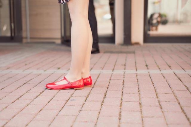 Damaris' red shoes