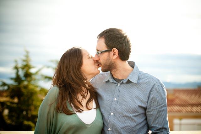 anna + manel kissing