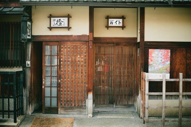 Hanamikoji dori doors - the cat you and us