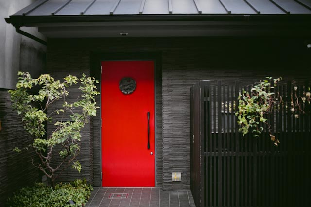 red door Mume hotel - the cat you and us