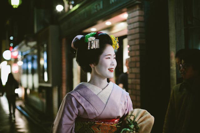 Lovely Ayano-san maiko - the cat you and us