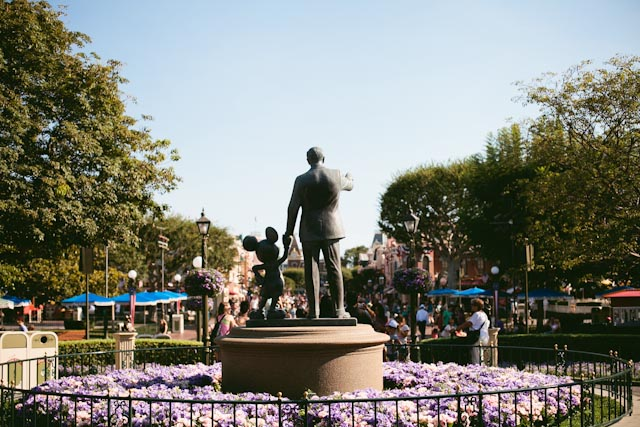 Walt Disney statue - the cat you and us
