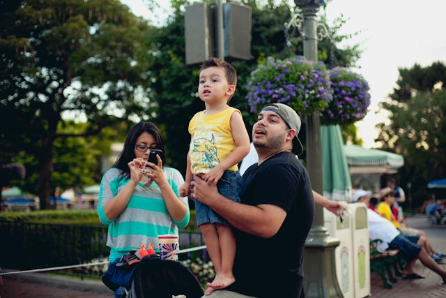kids at Disneyland parade - the cat you and us