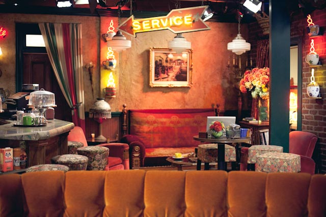 Central Perk real stage - the cat you and us