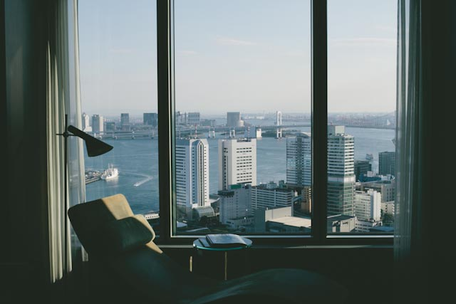 Conrad Tokyo bay view - The cat, you and us