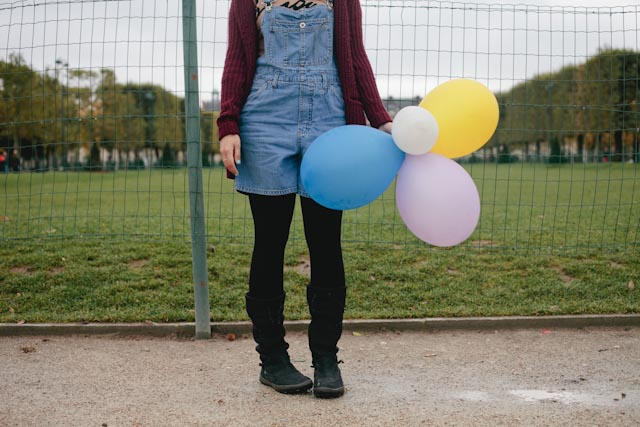 Damaris with balloons - The cat, you and us