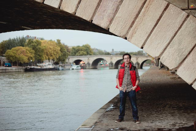Dani under a Parisian bridge - The cat, you and us