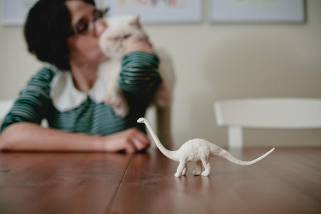 Damaris + Juno + A white diplodocus - The cat, you and us