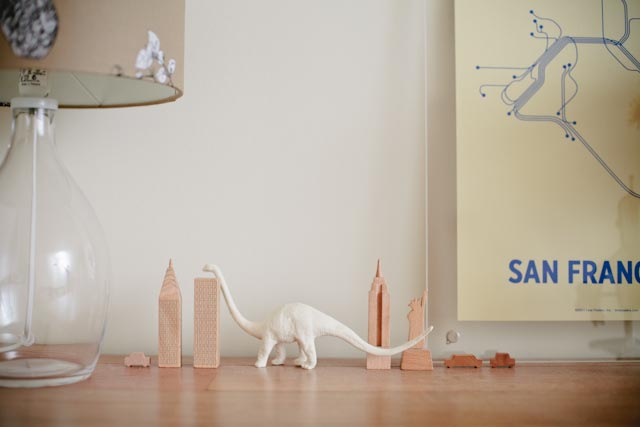 A diplodocus in new york - The cat, you and us