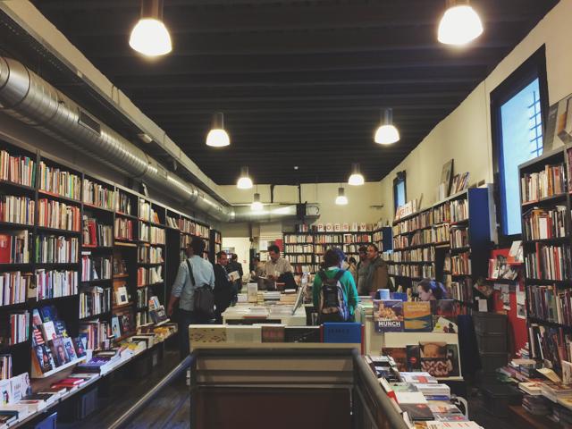 La Central bookshop - The cat, you and us