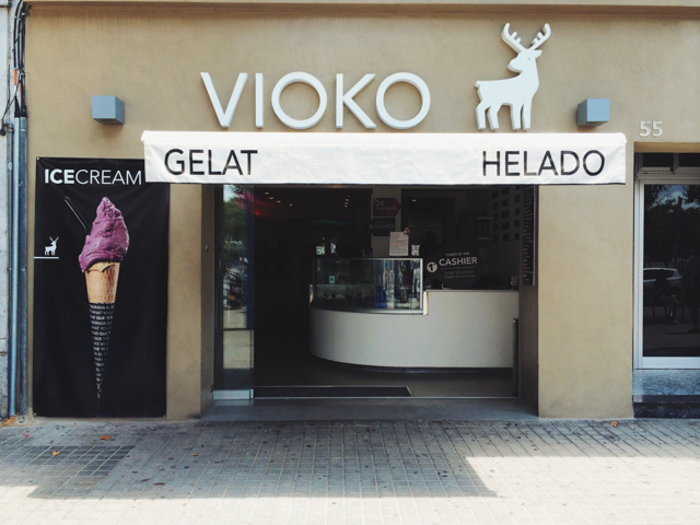 Vioko ice-cream shop in Barcelona - The cat, you and us