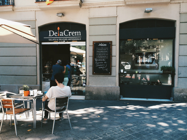 DelaCrem ice-cream shop in Barcelona - The cat, you and us