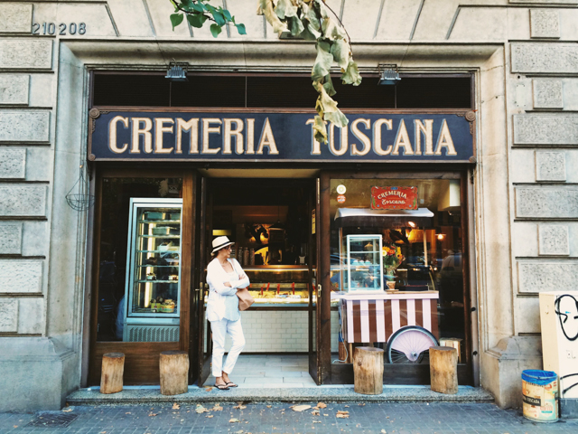 Cremeria Toscana ice-cream shop in Barcelona - The cat, you and us