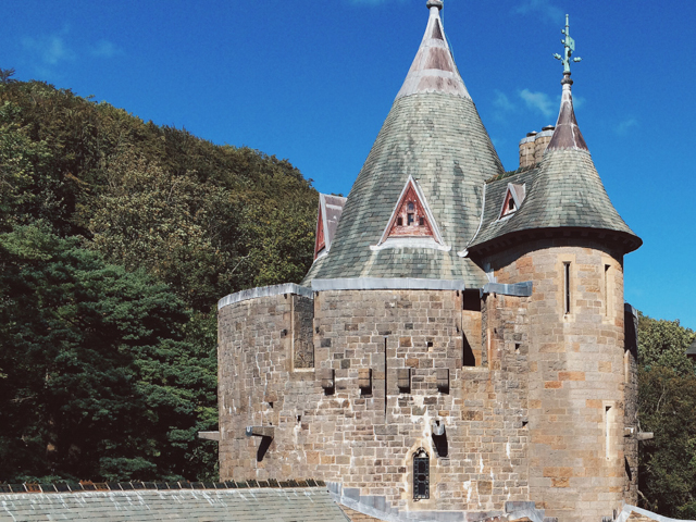 Castel Coch - The cat, you and us