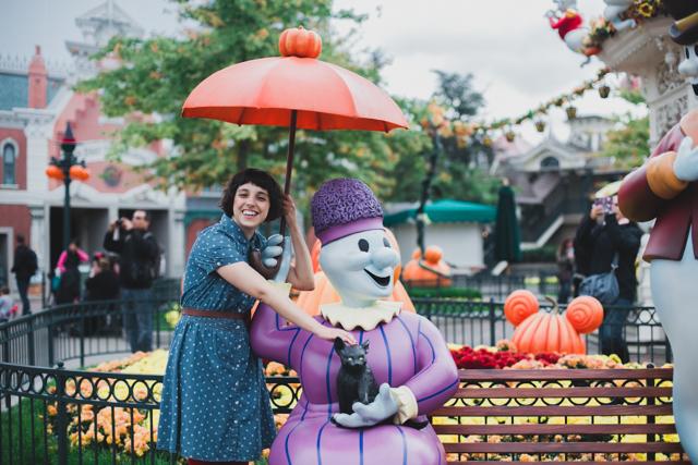Disneyland Paris Halloween - The cat, you and us