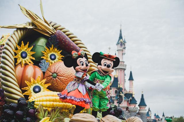 Disneyland Paris Harvest Parade - The cat, you and us