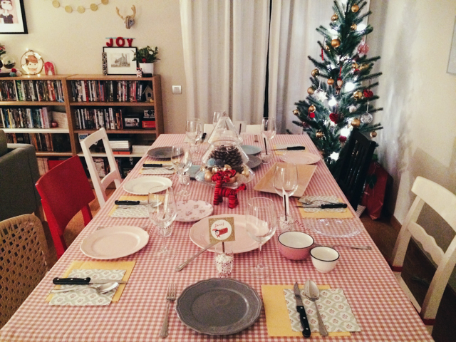 Christmas dinner 2014 - The cat, you and us
