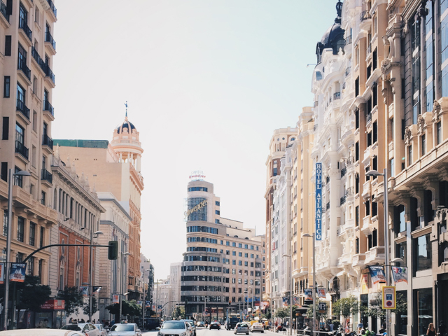 Gran via - The cat, you and us
