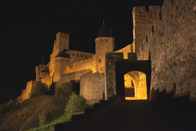 Carcassonne at night - The cat, you and us