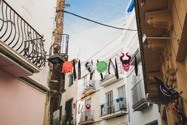 Sitges streets decor - The cat, you and us