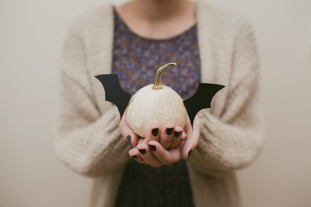 Bat pumpkin for Halloween - The cat, you and us