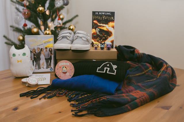 Her Christmas gift haul 2015 - The cat, you and us