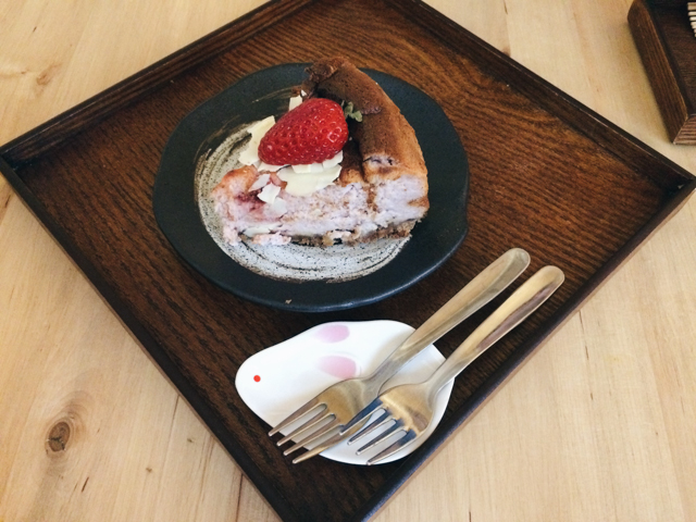 Usagui strawberry cheesecake - The cat, you and us