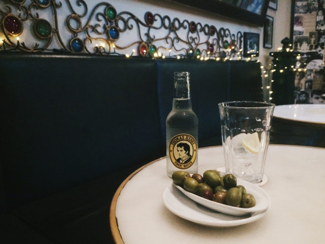 Olives and tonic at Entrepanes Diaz - The cat, you and us