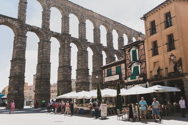 Acueducto de Segovia - The cat, you and us