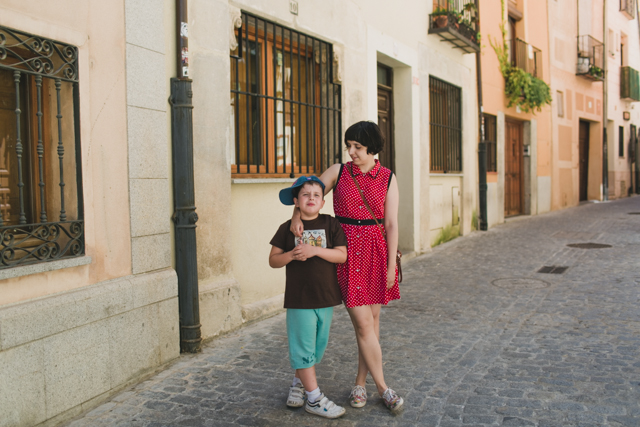 Damaris and Samuel in Segovia - The cat, you and us