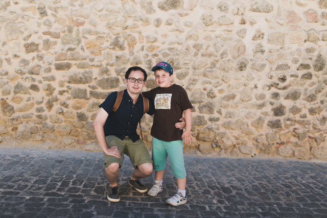 Dani and Samuel in Segovia - The cat, you and us