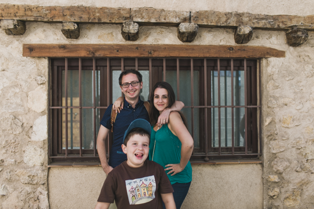 Photo bombing in Segovia - The cat, you and us