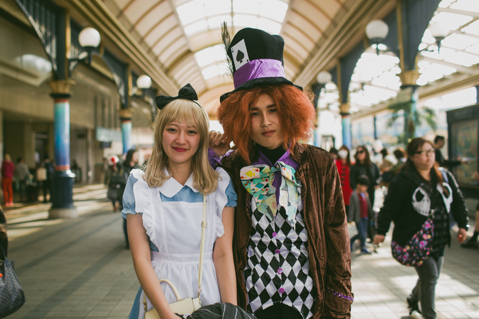 Alice in Wonderland and the Mad Hatter costumes in Tokyo Disneyland - The cat, you and us