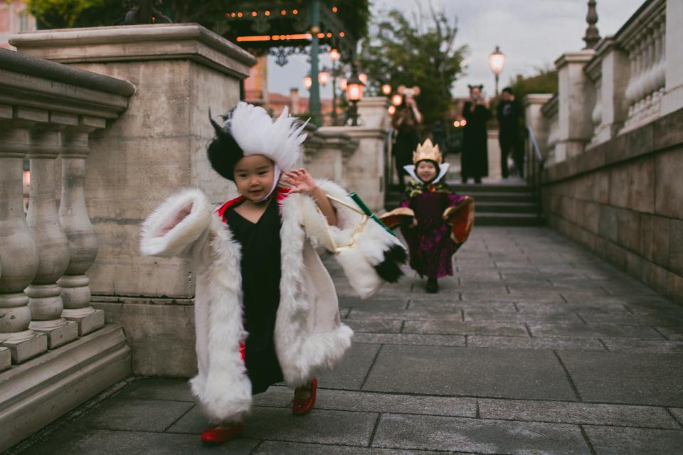 Tokyo DisneySea cruella de vil and evil queen costumes - The cat, you and us
