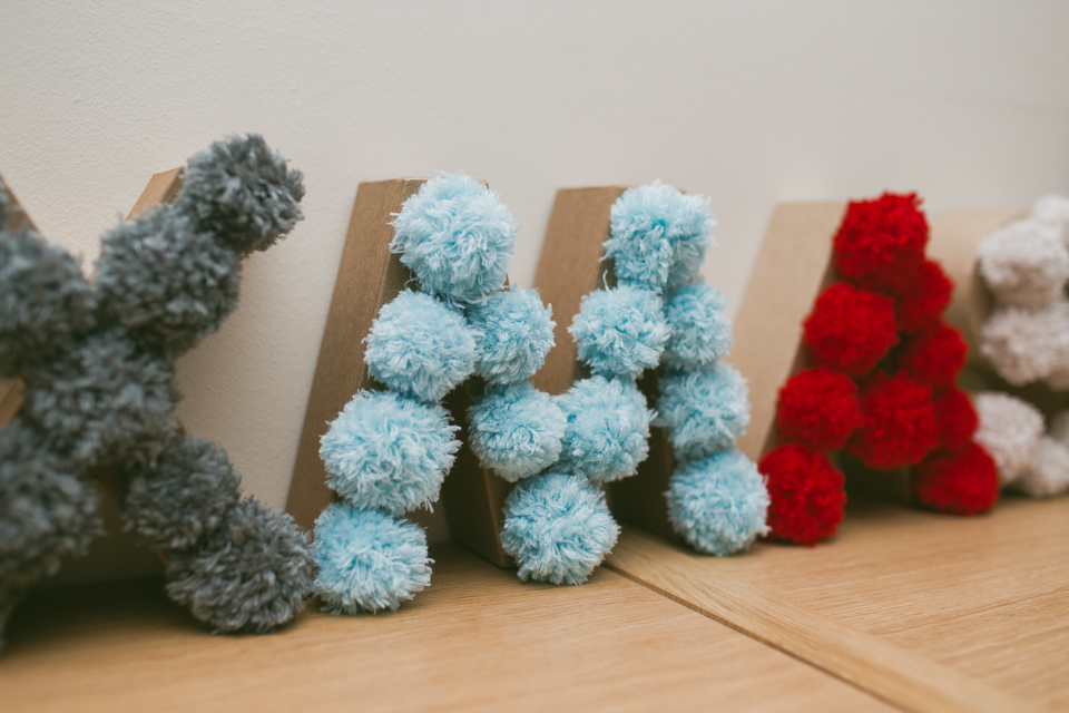 DIY Pom Pom XMAS letters - The cat, you and us