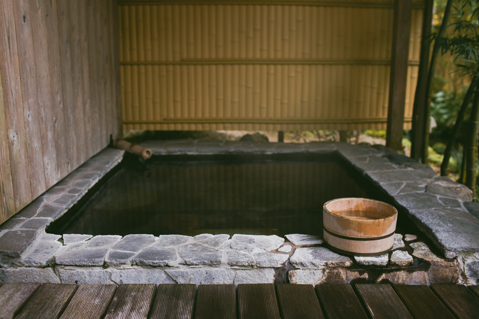 Takuminoyado Yoshimatsu onsen - The cat, you and us