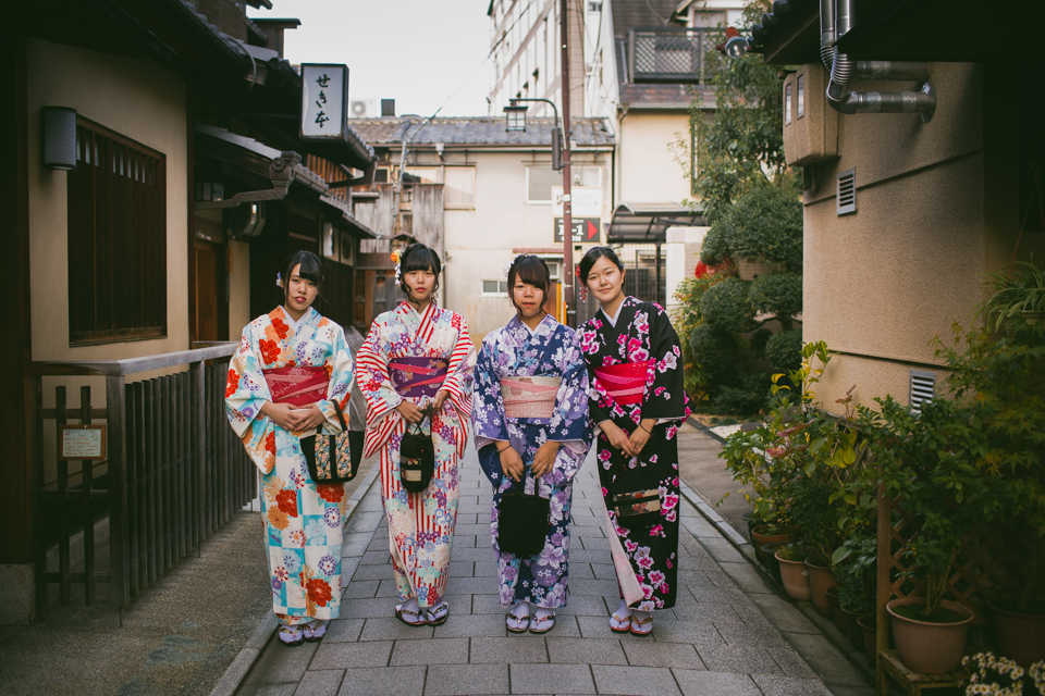 Traditional Japanese girls in Kyoto - The cat, you and us