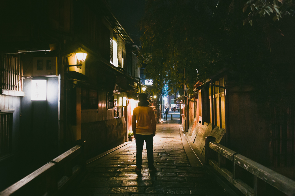 Kyoto Gion at night - The cat, you and us