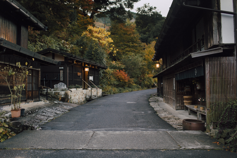Tsumago in the morning - The cat, you and us