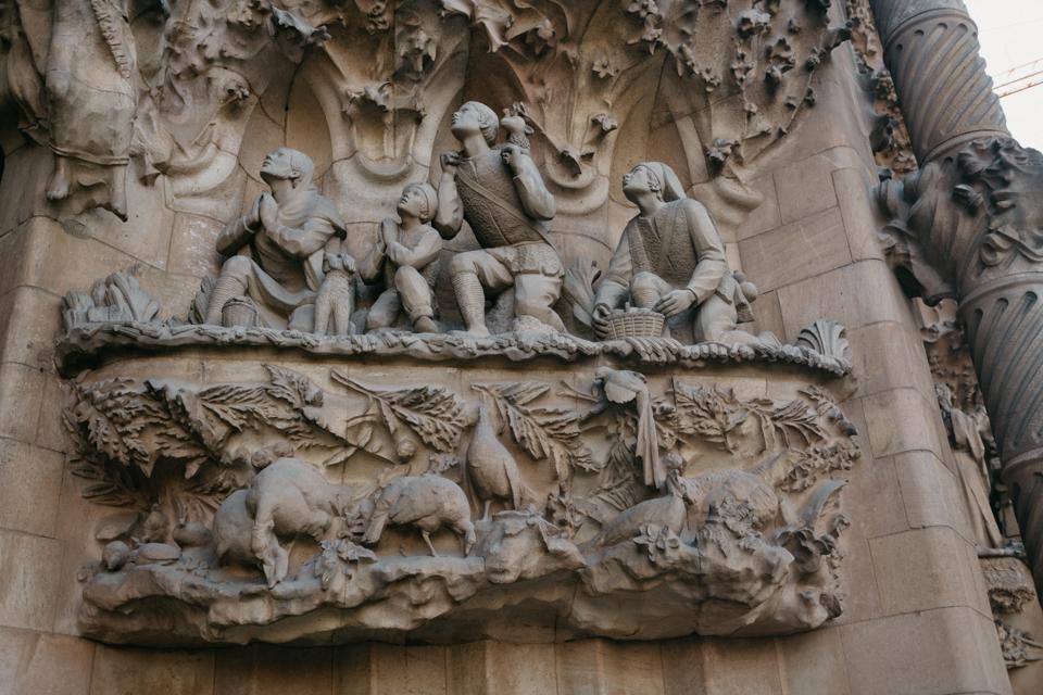 Sagrada Familia main entrance detail - The cat, you and us