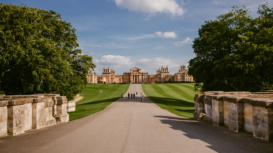 Blenheim palace entrance - The cat, you and us