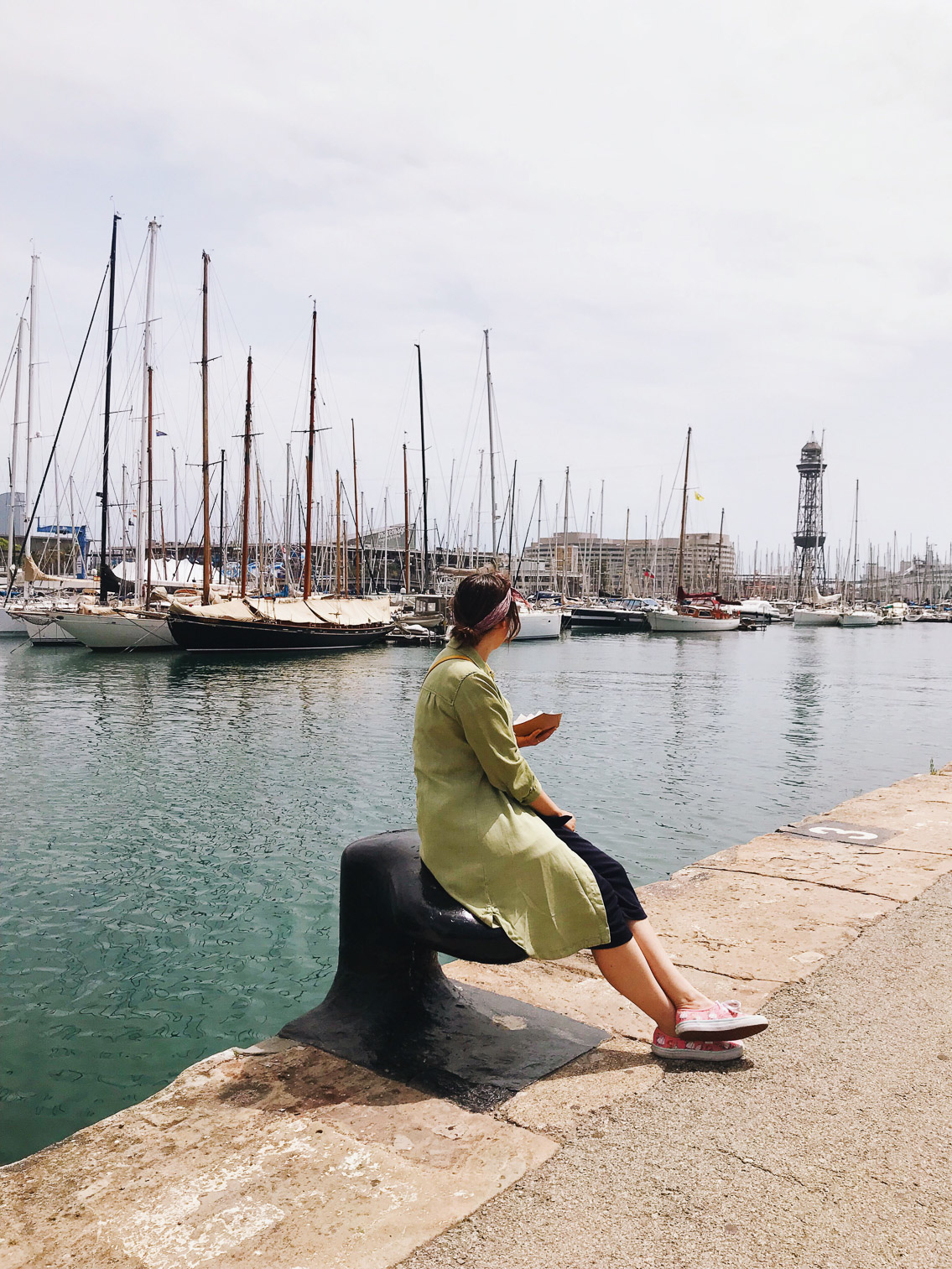 Barcelona port - The cat, you and us