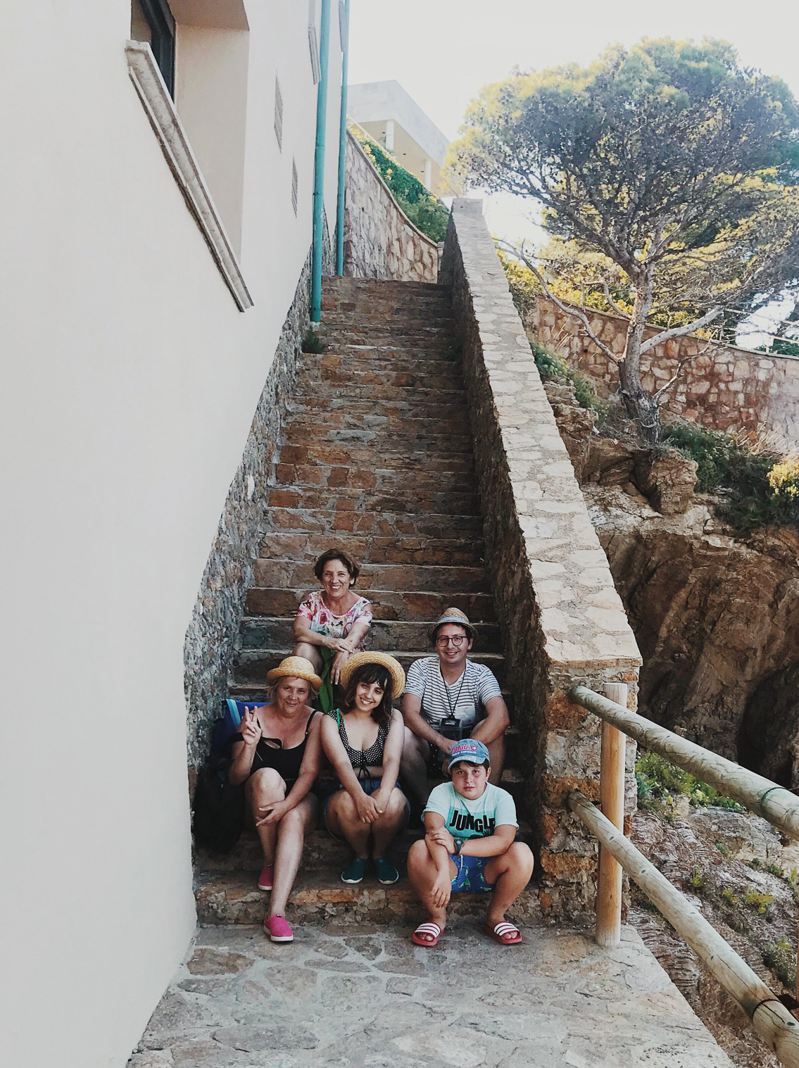 Family in Costa Brava - The cat, you and us