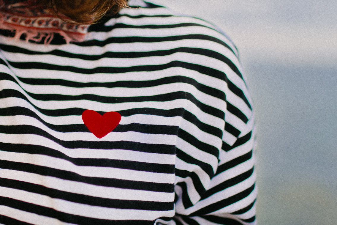 Embroidered heart stripe t-shirt - The cat, you and us