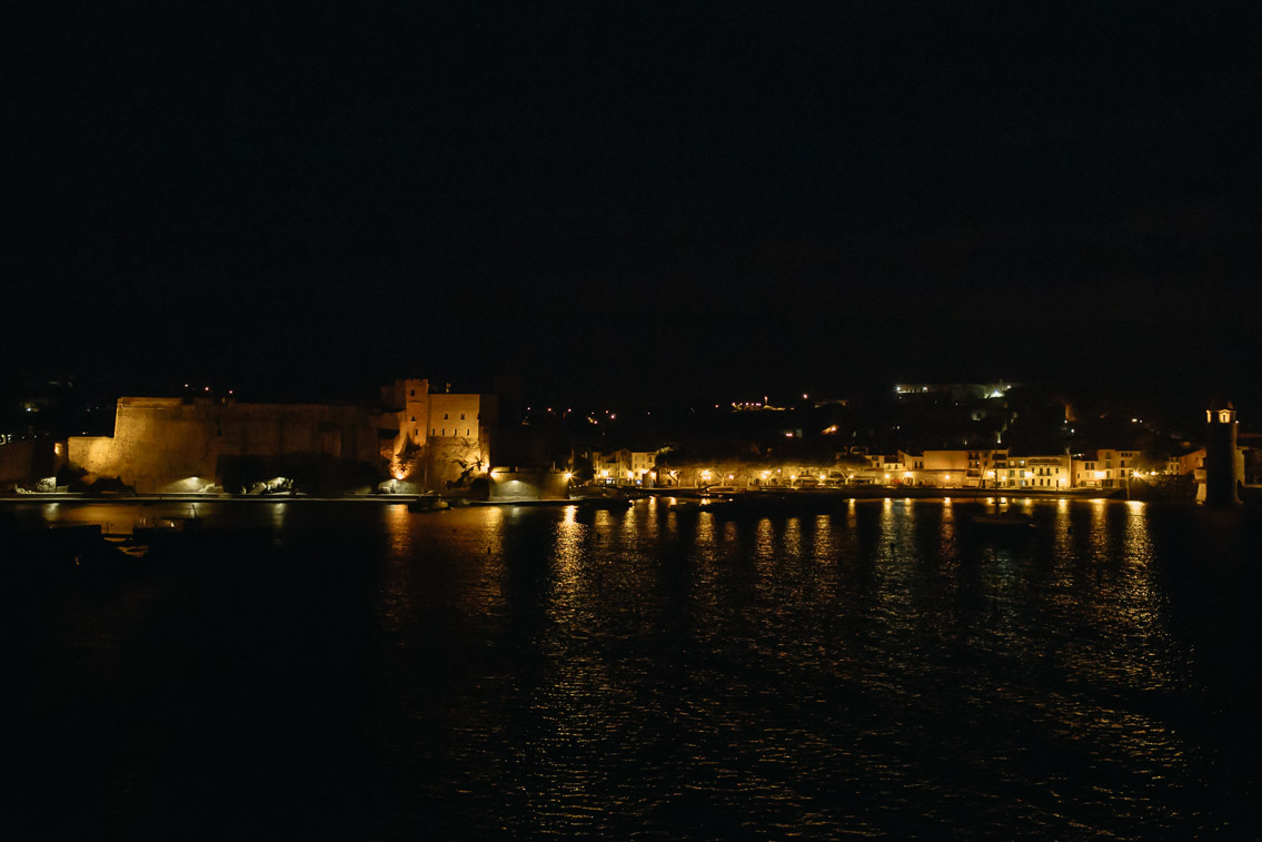 Collioure at night - The cat, you and us