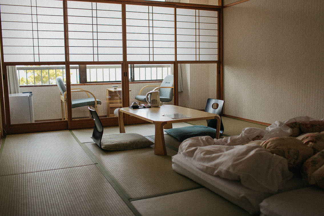 Sakuraya hotel Miyajima - The cat, you and us