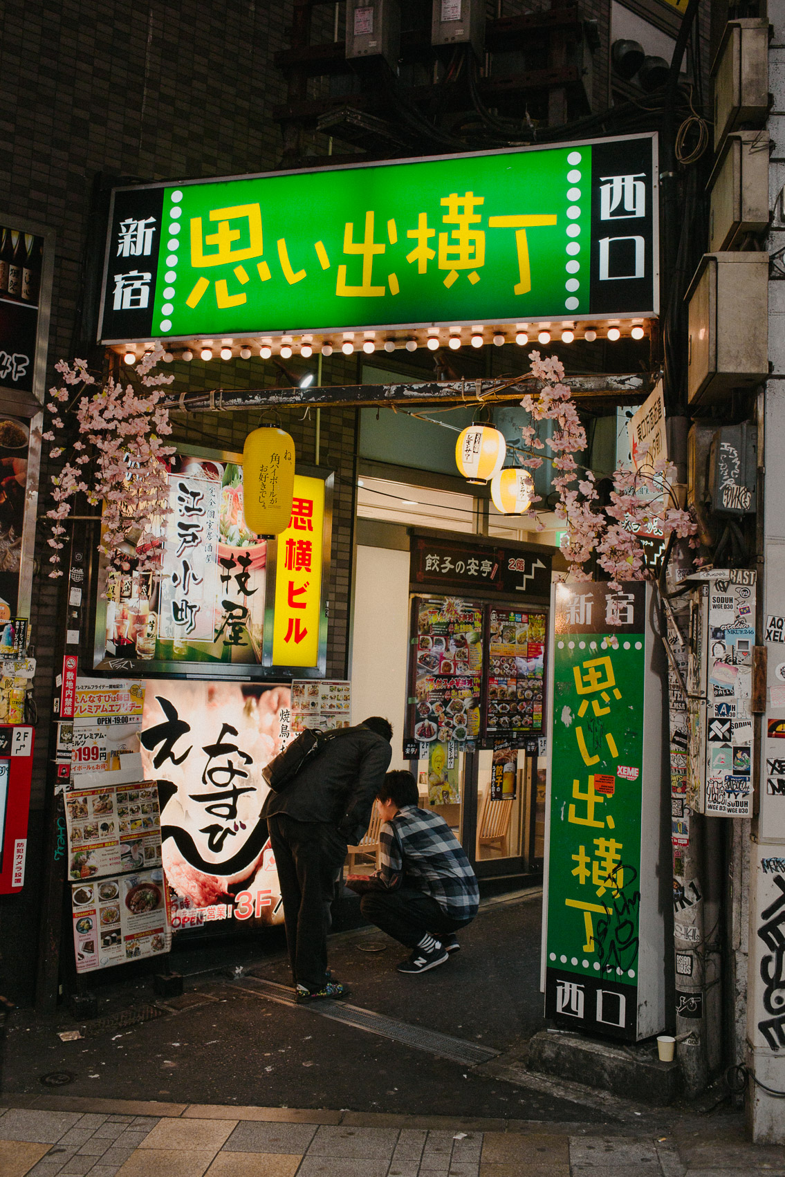 Shinjuku Omoide Yokocho - The cat, you and us