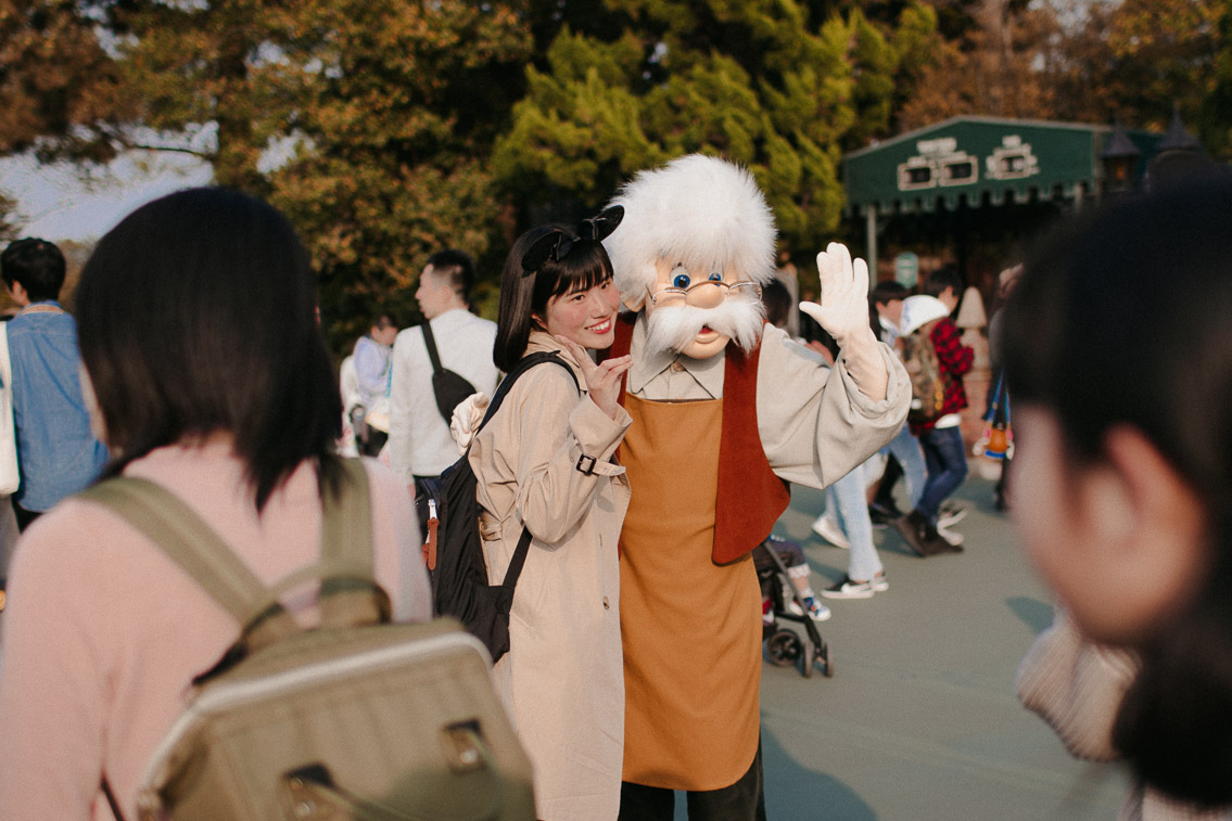 Tokyo Disneyland characters meetup - The cat, you and us