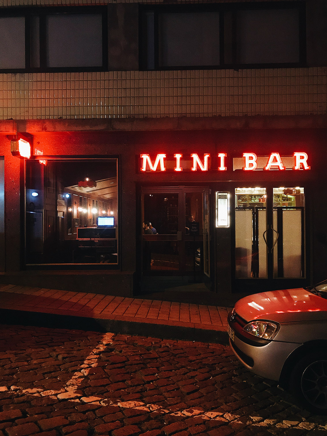 Mini Bar Porto - The cat, you and us
