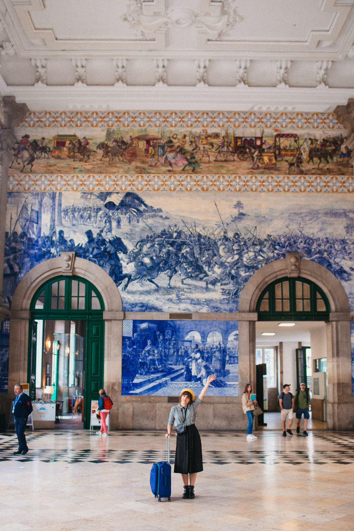 Porto Sao Bento station - The cat, you and us